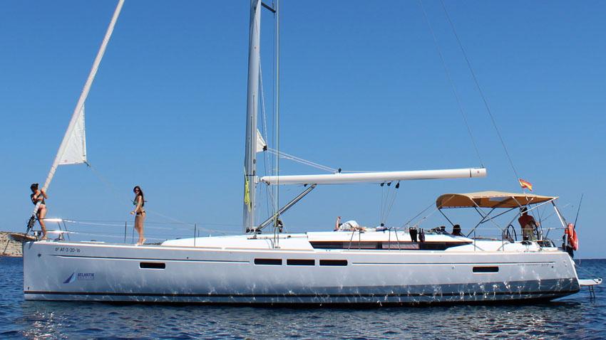 Un velero con todas las comodidades en Denia