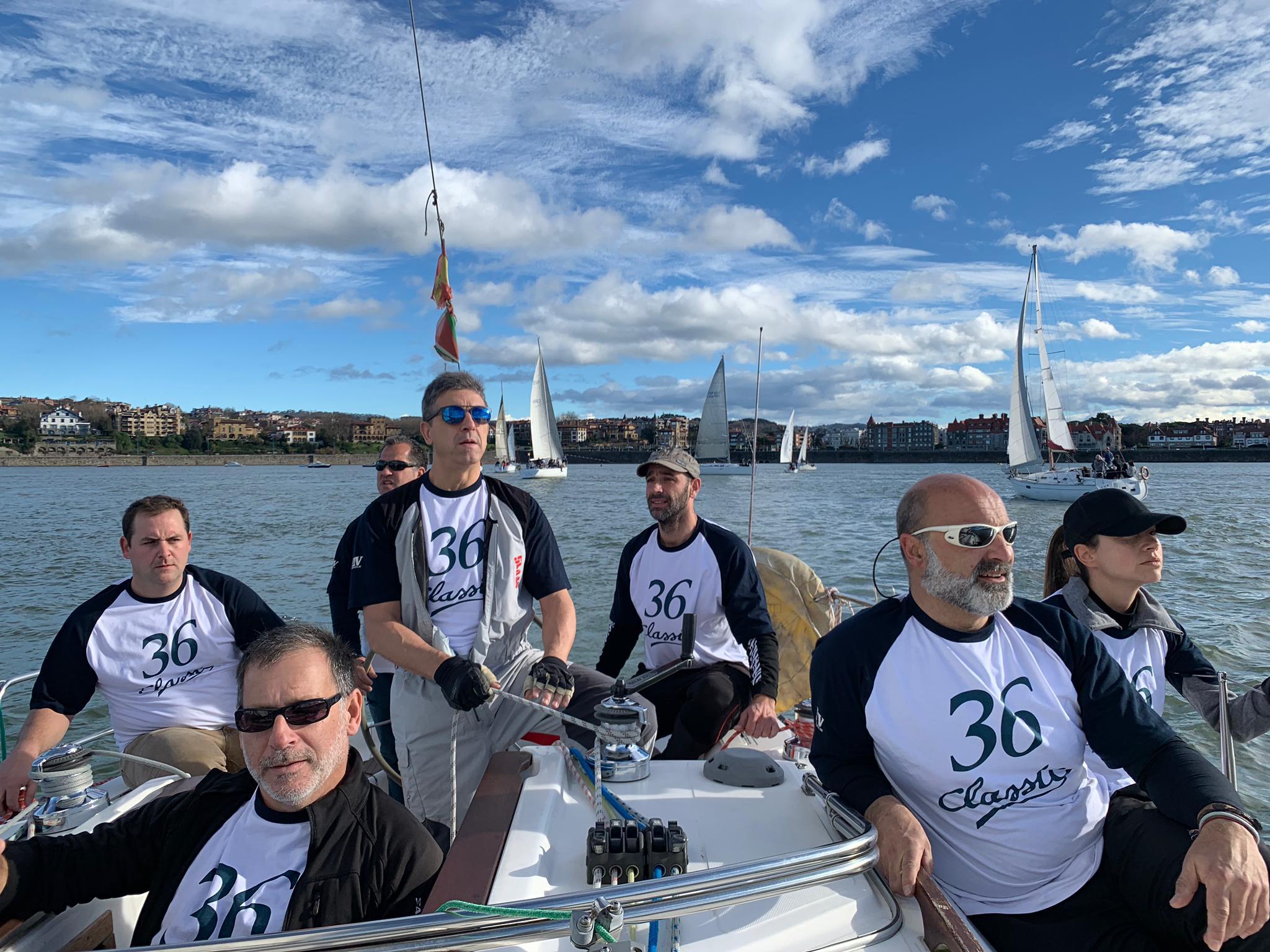 Haciendo equipo de regatas