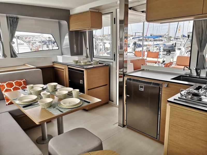 Confort-catamaran-Excess12